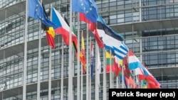 Европарламент, предоставляя свою площадку сепаратистским образованиям, пытается наладить контроль над процессами