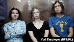 Активистки российской панк-группы Pussy Riot. Москва, 17 августа 2012 года.