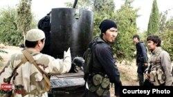 Сирияда согушуп жаткан борбор азиялыктар. (Фейсбуктан алынды)