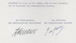 Tratatul de la Elysée. Semnătura lui Adenauer şi de Gaulle.