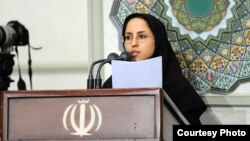 Sahar Mehrabi, a student, gave a speech on the present problems in Iran in a meeting with Ali Khamenei
