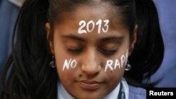 Molitva za nastradalu djevojku u Indiji, 31. decembar 2012.
