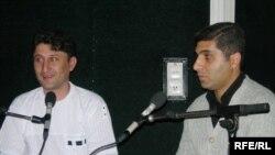 Şef redaktor Zahir Əzəmət [solda] və redaktor Ceyhun Musaoğluyla söhbət, 15 sentyabr 2006