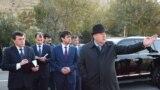 Президент Таджикистана Эмомали Рахмон и его сын Рустам Эмомали – мэр Душанбе. 2 декабря 2017 года.