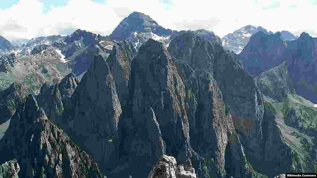 Prokletije, planina koja se proteže kroz severnu Albaniju, istočnu Crnu Goru i zapadni deo Kosova
