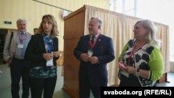 Наблюдатели ОБСЕ на одном из избирательных участков в Минске, 11 сентября 2016