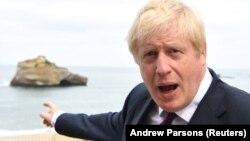 Premierul britanic, Boris Johnson, în timpul unui interviu, la summitul G7, de la Biarritz