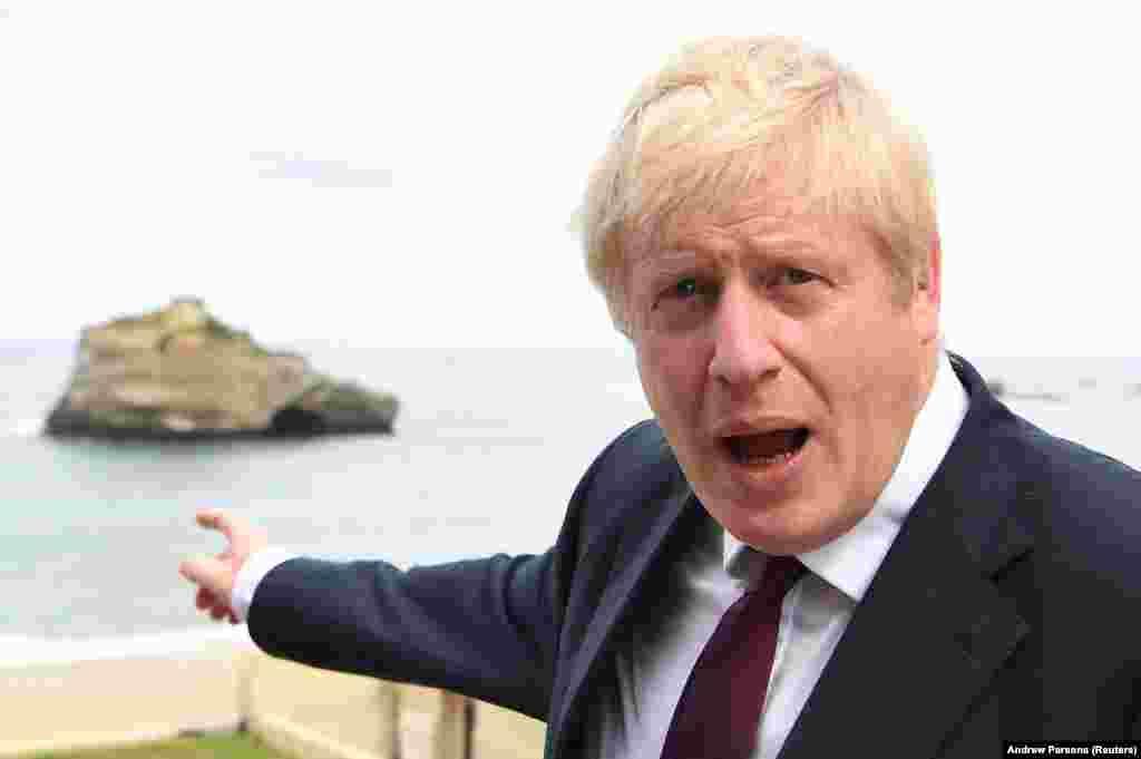 ВЕЛИКА БРИТАНИЈА - Британскиот премиер и лидер на Конзервативната партија, Борис Џонсон, од партиските тела суспендираше 21 пратеник кои го поддржаа започнувањето на процедурата за спречување на Брегзит без договор, пренесоа светските новински агенции.
