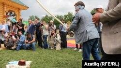 Русиянең элемтә министры Николай Никифоров чүлмәк вата
