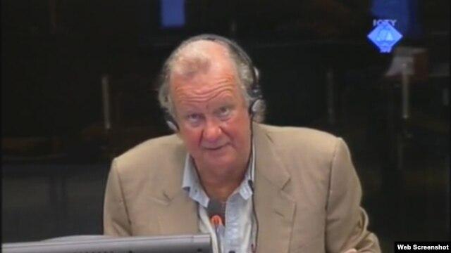 Edward Vulliamy svjedoči na suđenju u Hagu, 20. rujan 2012.