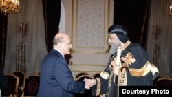 البروفسور وليد فارس يلتقي البابا تواضروس الثاني، القاهرة، آذار 2015