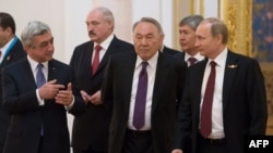Vladimir Putin, Nursultan Nazarbayev, Alexander Lukashenko, Serzh Sarkisian və Almazbek Atambayev.