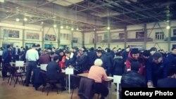 Жанаозенцы, пришедшие на ярмарку вакансий, организованную местными властями. 23 февраля 2019 года.