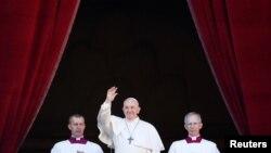 Папа римский Франциск обратился к верующим с традиционным посланием Urbi et orbi, Ватикан, 25 декабря 2019 года.