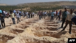 Grobna mjesta za ubijene u samoubilačkom napadu u Gazientapu