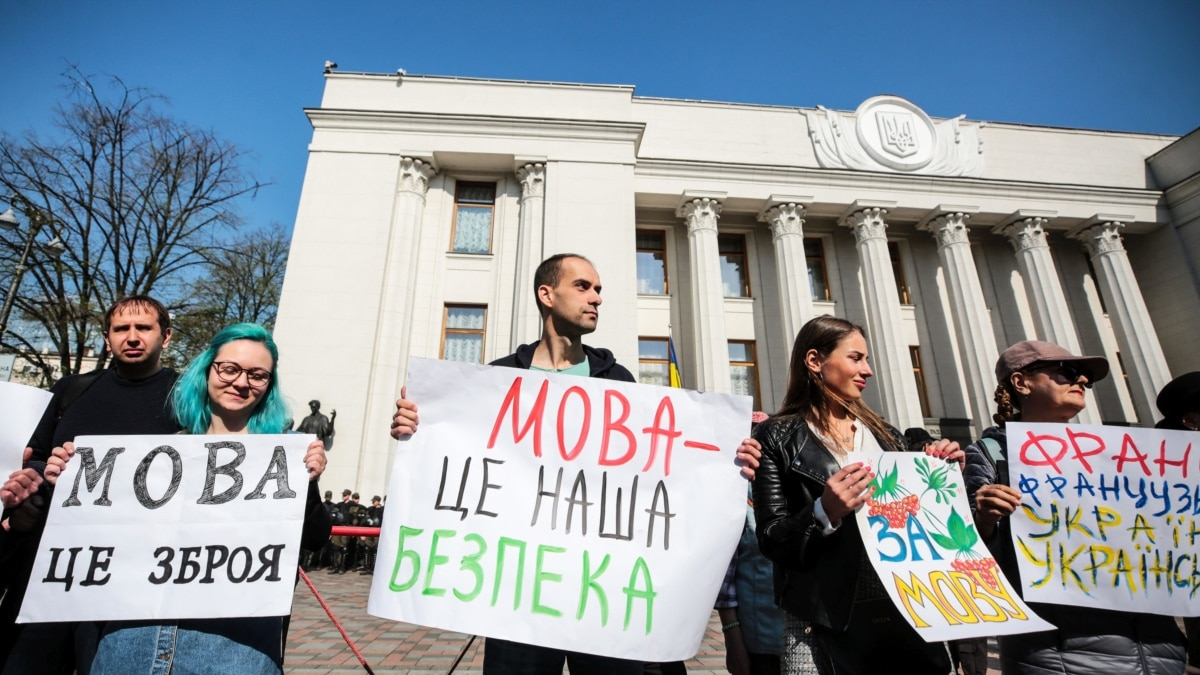 «Сейчас идет война за идентичность». Люди, которые перешли на украинский язык