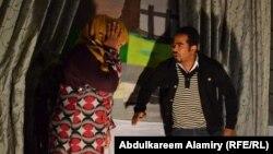 """مشهد من مسرحية """"حكايات نساء"""" في البصرة"""