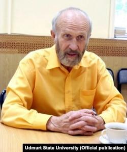 Альберт Разін, директор Інституту людини Удмуртського державного університету, який здійснив самоспалення, захищаючи удмуртську мову від русифікації