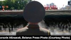 2-е месца ў катэгорыі «Навіны». Наталія Аблажэй. Беларускі салдат бярэ ўдзел у парадзе падчас сьвяткаваньня Дня Незалежнасьці Беларусі