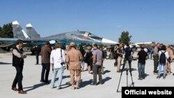 Русиянең Сүриядәге һәрби һава аланына китерелгән чит ил журналистлары