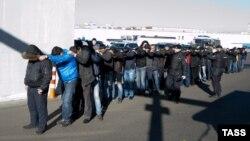 Задержание мигрантов в Западном Бирюлево, Москва, 14 октября 2013 года.