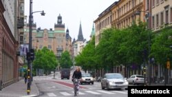 На улице в Стокгольме, столице Швеции.