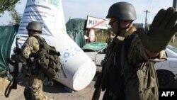 Украинские военнослужащие у городской границы Мариуполя, 4 сентября 2014 года