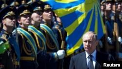 Президент Росії Володимир Путін обходить стрій почесної варти. Ілюстративне фото