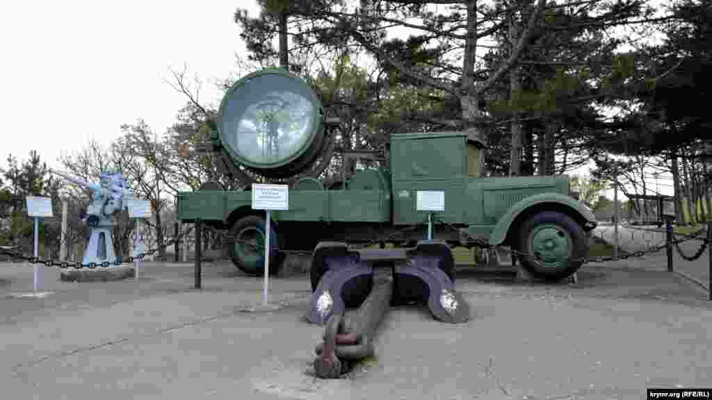 Легендарная «полуторка» и осветительный прожектор ПВО