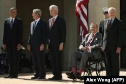 Бывшие президенты США (слева направо): Барак Обама, Джордж Буш-младший, Билл Клинтон, Джордж Буш-старший, Джимми Картер. Харизмой обладали лишь двое из них