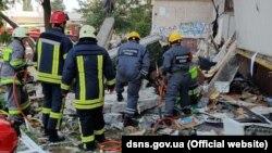 Ігор Клименко розповів, що вибух стався, за попередніми даними, в районі шостого поверху, причини наразі встановлюються