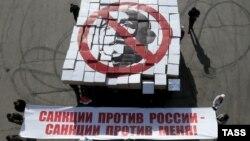 Ресейге салынған санкцияларға қарсылық. Мәскеу, 28 наурыз 2014 жыл. (Көрнекі сурет)