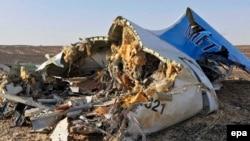 Апатқа ұшыраған жолаушылар ұшағының бөлшегі. Синай түбегі, Египет, 31 қазан 2015 жыл.