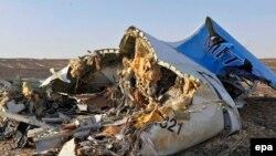 Обломки разбившегося на Синае российского самолета А321.
