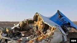На месте авиакатастрофы 31 октября 2015 года.