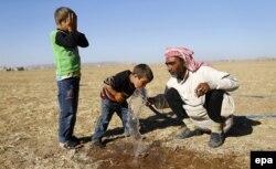 Беженцы из Сирии на турецкой границе