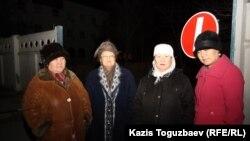 Нурияш Абдреймова в кругу своих близких после освобождения из-под ареста. Актау, 23 декабря 2011 года.