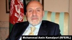 آرشیف، محمد عمر داوودزی رئیس دارالانشای شورای عالی صلح حین صحبت با رادیو آزادی در کابل