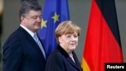 Angela Merkel i Petar Porošenko