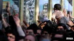 مراسم بدرقه ضریح تازه امام سوم شیعیان در اهواز