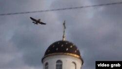 Шведский самолет, сбросивший на Беларусь плюшевых медведей. 4 июля 2012 года.