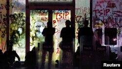 این دیدار پس از آن انجام میشود که اردوغان «برای آخرین بار» به معترضان «هشدار» داده بود میدان تقسیم را ترک کنند
