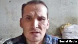 Азаттықтың Түркімен қызметінің штаттан тыс тілшісі Сапармамед Непескулиев. Youtube сайтындағы видеодан скриншот.