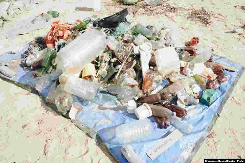 Elképesztő mennyiségű szemetet gyűjtött össze egy Greenpeace-expedíció augusztus közepén. Csak az első napon 78 kilogramm hulladékot gyűjtöttek be a Ladoga-tó partján, legnagyobb része eldobható műanyag.