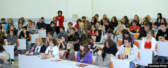 Русінскія гімназісты падчас «дня адчыненых дзьвярэй» у Прэшаўскім унівэрсытэце, 2008