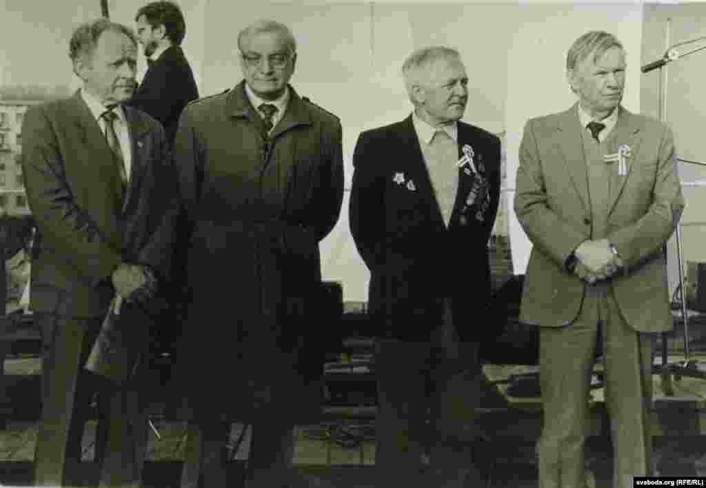 Мікола Савіцкі, Анатоль Грыцкевіч, Артур Вольскі, Васіль Быкаў. Сьвята Аршанскай бітвы. 8 верасьня 1992 г.