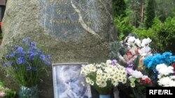 Магіла Васіля Быкава на Ўсходніх могілках