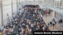 Putnici na splitskom aerodromu