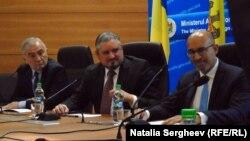 Lazar Comanescu (stânga), Andrei Galbur (centru) și Harlem Desir