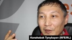 Екпін Шардаров Азаттық радиосының Алматыдағы бюросында. 12 желтоқсан 2011 жыл.